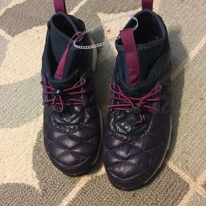 Women the north face athletic Sneaker
